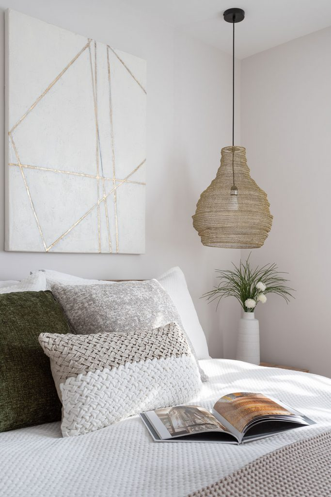 Ainsley-Design-Res-Croissant-Suede-chambre2